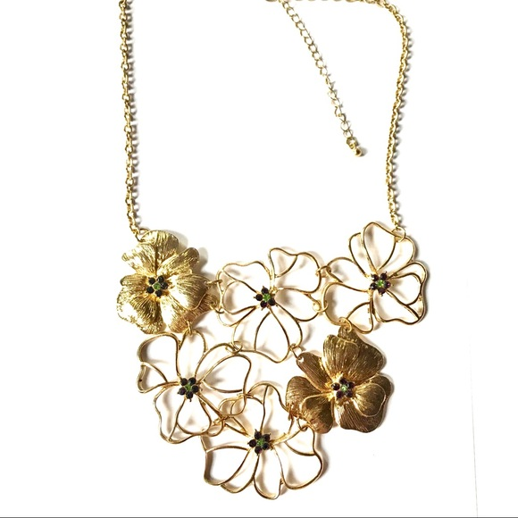 Francesca's Collections Jewelry - Francesca's Floral Bib Statement Necklace 🌸